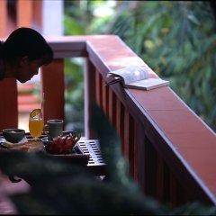 Отель Pilgrimage Village Hue Вьетнам, Хюэ - отзывы, цены и фото номеров - забронировать отель Pilgrimage Village Hue онлайн балкон