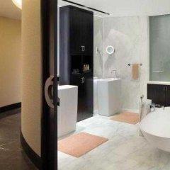 Отель Andaz Capital Gate Abu Dhabi - A Concept By Hyatt Абу-Даби удобства в номере