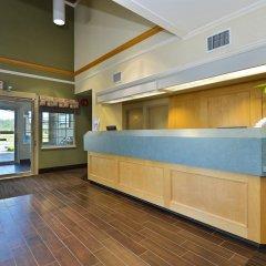 Отель Canadas Best Value Inn Langley Лэнгли интерьер отеля фото 2