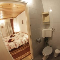 Отель Dobrikovskata Guest House Болгария, Чепеларе - отзывы, цены и фото номеров - забронировать отель Dobrikovskata Guest House онлайн ванная