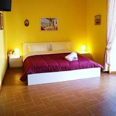 Отель La Muraglia Бари сейф в номере
