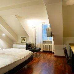Отель Helmhaus Swiss Quality Цюрих сейф в номере