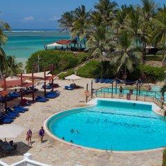 Отель Voyager Beach Resort бассейн