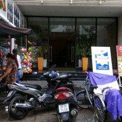 Nhi Phi Hotel парковка