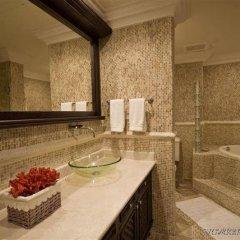 Отель Aquamarina Luxury Residences ванная фото 2