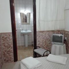 Отель Pensión Javier сейф в номере