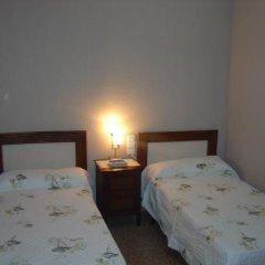 Отель Hostal Restaurante Arasa сейф в номере