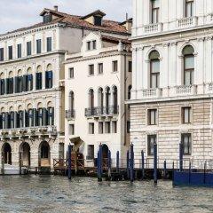 Отель Palazzina Grassi Венеция приотельная территория фото 2