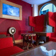 Отель La Cour Des Augustins Boutique Gallery Design Hotel Швейцария, Женева - отзывы, цены и фото номеров - забронировать отель La Cour Des Augustins Boutique Gallery Design Hotel онлайн гостиничный бар