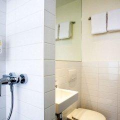 Отель easyHotel Amsterdam City Centre South Нидерланды, Амстердам - 2 отзыва об отеле, цены и фото номеров - забронировать отель easyHotel Amsterdam City Centre South онлайн ванная фото 2