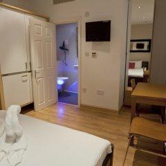 Отель Mstay 291 Suites сейф в номере
