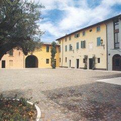 Отель Corte Uccellanda Монцамбано парковка