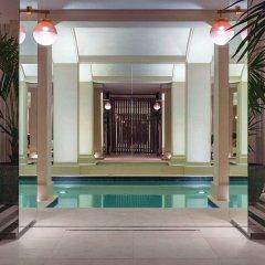 Отель Les Jardins du Faubourg бассейн