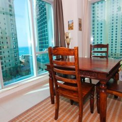 Отель Marina Promenade – Delphine Tower/Dubai Marina 1BR Luxury Apt Sea View Sleeps 3 - HLS 37921 в номере