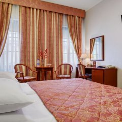Отель Ассамблея Никитская Москва сейф в номере
