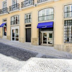 Отель Martinhal Lisbon Chiado Family Suites парковка