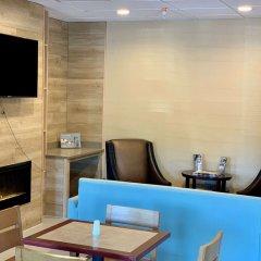 Отель Country Inn & Suites by Radisson, Midway, FL интерьер отеля фото 3