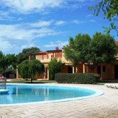 Отель Ses Anneres Aptos. бассейн
