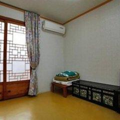 Отель Sitong Hanok Guesthouse Jongno сейф в номере