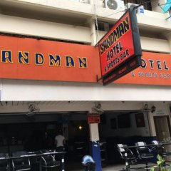 Sandman hotel and Sports bar парковка