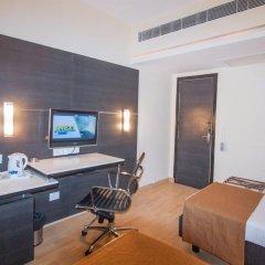 Отель The Corus Hotel Индия, Нью-Дели - отзывы, цены и фото номеров - забронировать отель The Corus Hotel онлайн удобства в номере