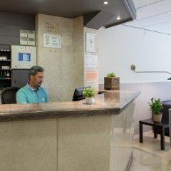 Отель Hostal Operaramblas интерьер отеля