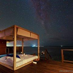 Отель Coco Bodu Hithi бассейн фото 4