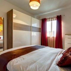 Отель Modern Apt Overlooking Green Area Каура комната для гостей
