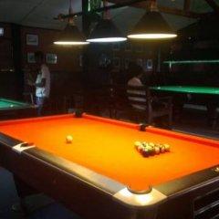 Отель Trout Cabines гостиничный бар