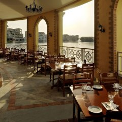 Отель Courtyard by Marriott Dubai Green Community питание