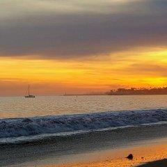 Отель Pacific Crest Hotel Santa Barbara США, Санта-Барбара - отзывы, цены и фото номеров - забронировать отель Pacific Crest Hotel Santa Barbara онлайн пляж фото 2