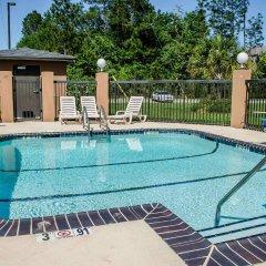 Отель Comfort Suites Saraland бассейн