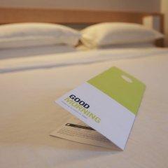 Отель Four Points By Sheraton Surabaya Сурабая сейф в номере