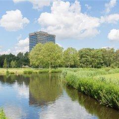Отель Leonardo Hotel Amsterdam Rembrandtpark Нидерланды, Амстердам - 5 отзывов об отеле, цены и фото номеров - забронировать отель Leonardo Hotel Amsterdam Rembrandtpark онлайн приотельная территория фото 2