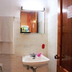 Отель John & Mary's Studios ванная