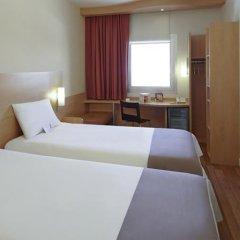 Отель Ibis Izmir Alsancak сейф в номере