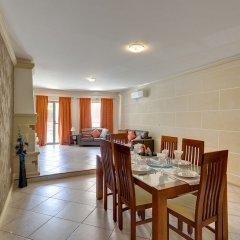 Апартаменты Charming Apartment in Qawra в номере