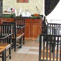 Отель Quarters Inn & Suites гостиничный бар