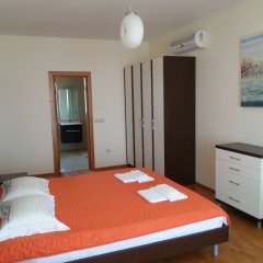 Апартаменты Lighthouse Apartments And Villas Балчик комната для гостей