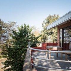 Отель Dhulikhel Village Resort Непал, Дхуликхел - отзывы, цены и фото номеров - забронировать отель Dhulikhel Village Resort онлайн балкон