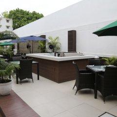 Отель The Corus Hotel Индия, Нью-Дели - отзывы, цены и фото номеров - забронировать отель The Corus Hotel онлайн бассейн