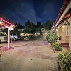 Апартаменты El Patio Inn Studio City Лос-Анджелес парковка