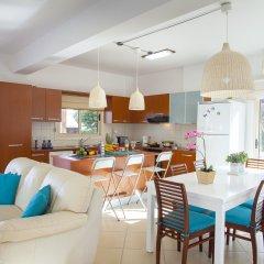 Отель Villa Crystal Sea Кипр, Протарас - отзывы, цены и фото номеров - забронировать отель Villa Crystal Sea онлайн комната для гостей фото 2