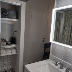 Отель Kings Inn San Diego - Seaworld - Zoo США, Сан-Диего - 1 отзыв об отеле, цены и фото номеров - забронировать отель Kings Inn San Diego - Seaworld - Zoo онлайн ванная фото 2