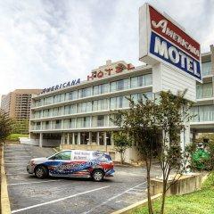 Отель Americana Hotel США, Арлингтон - отзывы, цены и фото номеров - забронировать отель Americana Hotel онлайн парковка