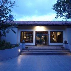 Отель Taj Bentota Resort & Spa Шри-Ланка, Бентота - 2 отзыва об отеле, цены и фото номеров - забронировать отель Taj Bentota Resort & Spa онлайн вид на фасад