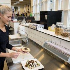 Отель Nørresundby Kursuscenter Дания, Бровст - отзывы, цены и фото номеров - забронировать отель Nørresundby Kursuscenter онлайн питание
