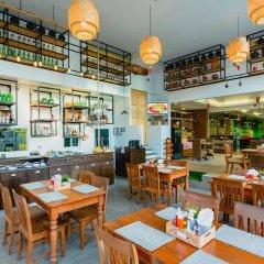 Отель Thanthip Beach Resort гостиничный бар