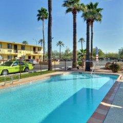 Отель American Executive Inn бассейн фото 2