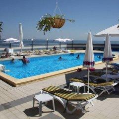 Hotel Lilia бассейн